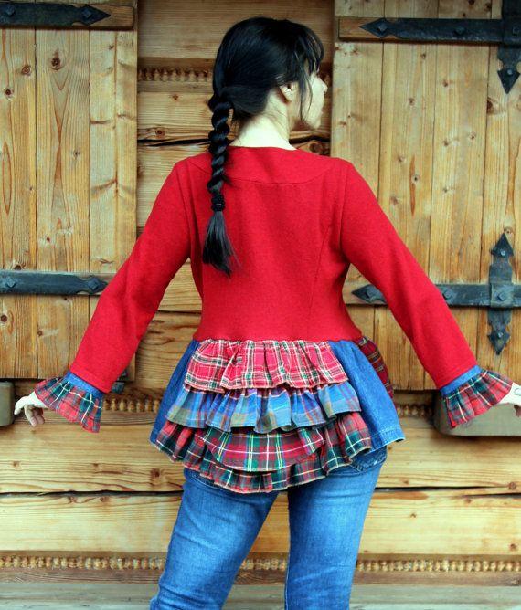 Tartan loco reciclar suéter y chaqueta vaquera. Elaborada con trozos de tartán y dril de algodón pantalones vaqueros y suéteres reciclados. Rehecho, reutilizado y reciclado. Estilo folk de hippie boho. Uno de los tipos. Tamaño: M-XL (Europa 38-42) suave y un poco tejido de lana de estiramientos Busto de lin máximo 43 pulgadas (110 cm) Cintura máxima de 39 pulgadas (100 cm) Las caderas máximo 47 pulgadas (120 cm) Longitud de 26 pulgadas (66 cm) Lavar en agua fría (pura lana)