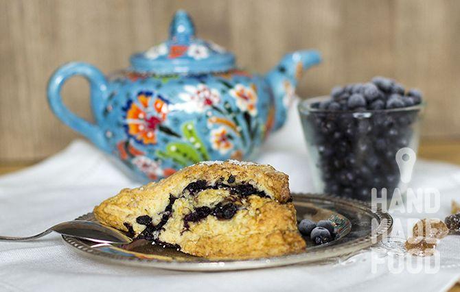 Готовим английские булочки - сконы с черникой! http://handmadefood.ru/recipes/skony