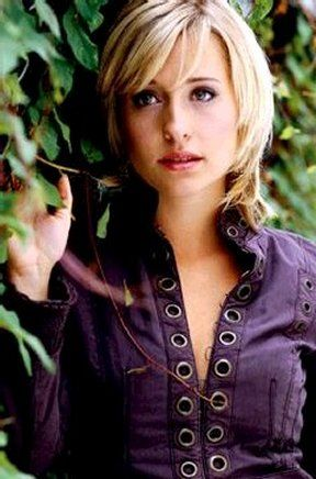 Actress Allison Mack. I met her on 12/1/07. She played Chloe Sullivan on Smallville.