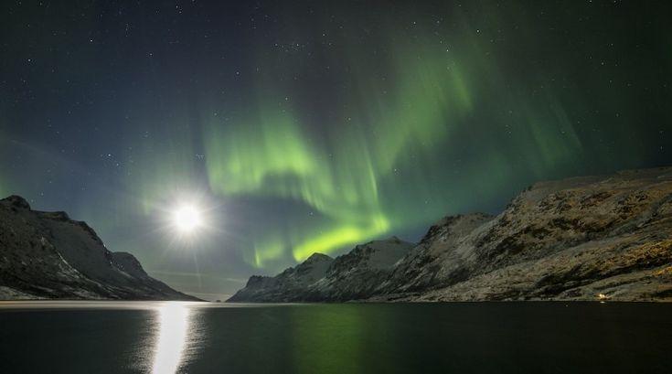 Auroras boreales y la Luna desde Tromsø, Noruega | El Universo Hoy