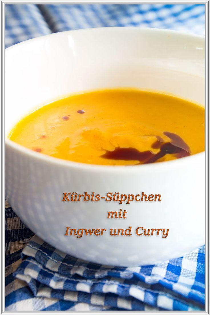 Rezept für ein wärmendes Kürbis-Süppchen mit Ingwer und Curry Kürbissuppe gehört zum Herbst wie die bunten, leuchtenden Herbstblätter. Wenn die Tage kälter und ungemütlicher werden, sehnt man sich nach etwas Warmen. Dieses leckere Kürbissüppchen wärmt durch den Ingwer so richtig schön von innen. Ich bereite die Kürbissuppe immer mit dem Hokkaido-Kürbis zu, denn dann enfällt das lästige Schälen. Als Topping gebe ich immer immer einige Tropfen von meinem leckeren Kürbiskernöl dazu.