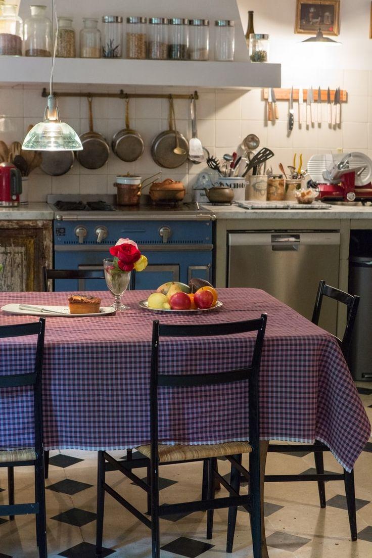 Avec l'été, les réunions de famille sont de mises pour se retrouver et vivre ensemble des moments inoubliables. Voici des maisons familiales, conviviales à souhait, où chaque objet a son histoire.