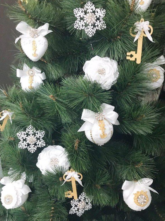 White Christmas Ornaments Set Christmas Tree Ornaments Etsy Christmas Ornaments White Christmas Ornaments Handmade Christmas Tree