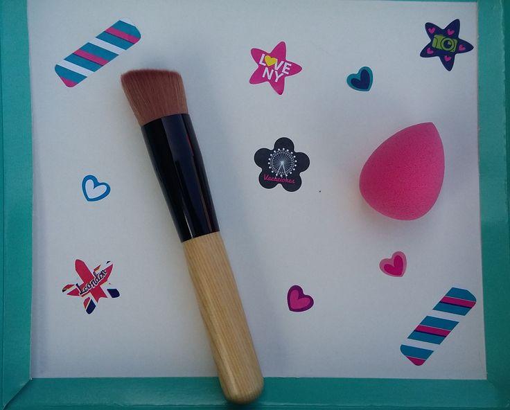 Brocha para maquillaje liquido + mini blender perfecto para difuminar Adquierelas por $20.000 und