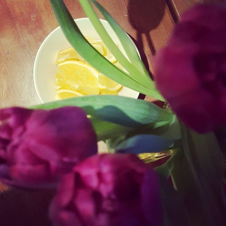 Sunday morning. Rise and shine! Today we make some project funding applications. Jeij! #morning #flowers #riseandshine