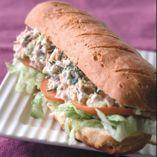Tonfiskbaguetter - Recept http://www.dansukker.se/se/recept/tonfiskbaguetter.aspx Matig och nyttig baguette att ha med på picknicken #baguette #utflykt #recept