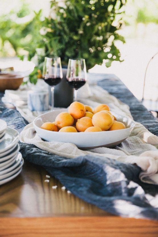 La Tavola Fine Linen Rental: Santorini Onyx | Photography: Alexandra Wallace, Venue: Higuera Ranch, Planning & Styling: A Lovely Creative, Florals: April Flowers, Paper Goods: Salt & Stag