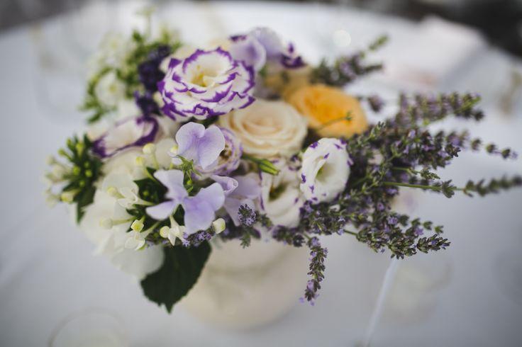 Fiori a centro tavola. #nozze #matrimonio #wedding #villalagorio #fiori