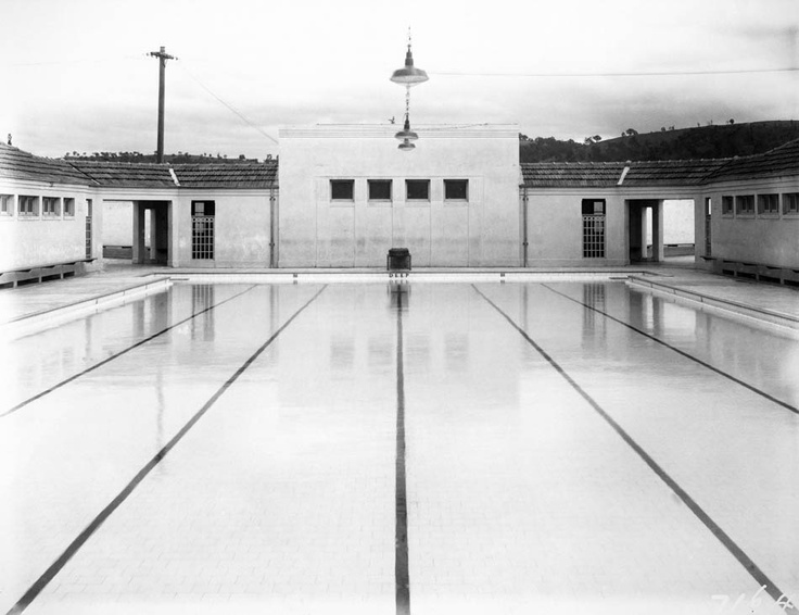 Manuka Pool, from the shallow end, 1933.    Photographer: William James Mildenhall. NAA: A3560, 7164