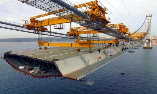 Construindo a quarta maior ponte suspensa do mundo