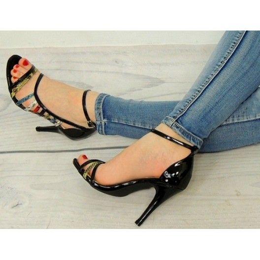 Vysoké dámske sandále v čiernej farbe - fashionday.eu