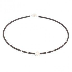 Conny - Halskette in Silber mit kleinen Hämatinwürfelchen. Hergestellt in der BERND WOLF Manufaktur bei Freiburg #BerndWolf #Schmuck #LieblingsSchmuck #Hämatin #Silber #Halskette