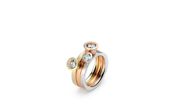 Niessing Lumen solitaire; a single sparkling diamond, floating above the ring in its cylindrical setting. Available from www.davidsonjewels.com