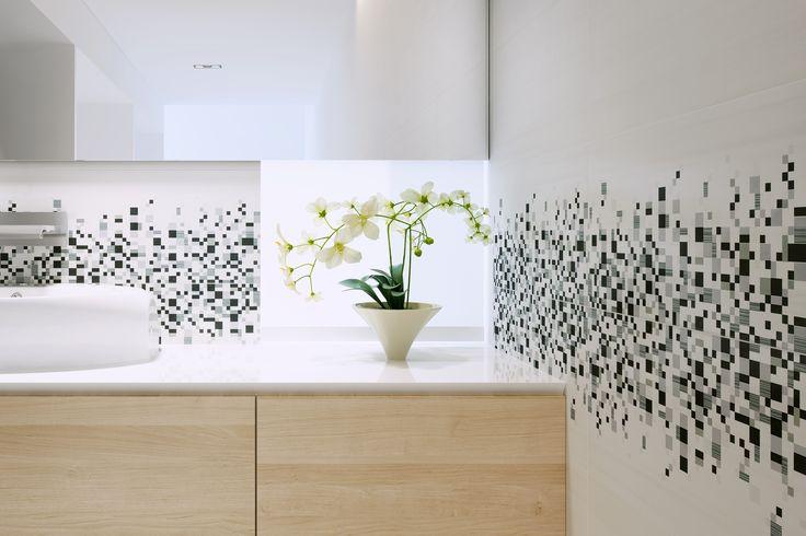 płytki łazienkowe, geometria, biało-czarne, granilia - Sindi 30x60 - Opoczno. Niesamowity szyk i styl został osiągnięty dzięki białej tafli płytek wykończonej geometrycznym wzorem dekoracji.
