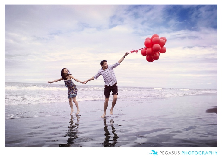 Engagement photography on Muriwai Beach in Auckland, New Zealand.