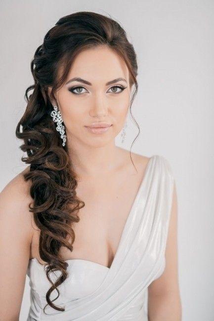 Hola novias! Seguro que sois muchas las que os encanta el pelo largo y por eso el día de vuestra boda luciréis melenaza! Si queréis haceros un bonito recogido hoy os traigo 27 ideas de peinados con el pelo largo para morir de amor. Qué peinado te