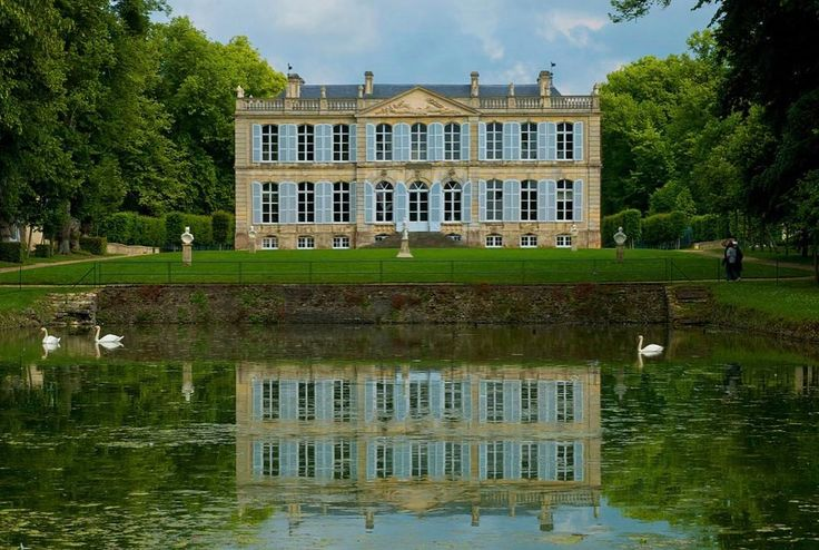 1,818 vind-ik-leuks, 45 reacties - kristina anne jennifer cook (@savoygardens) op Instagram: '. . #CurbAppeal . Château de Canon Parks & Gardens, Mézidon-Canon, Normandy, France . . .…'