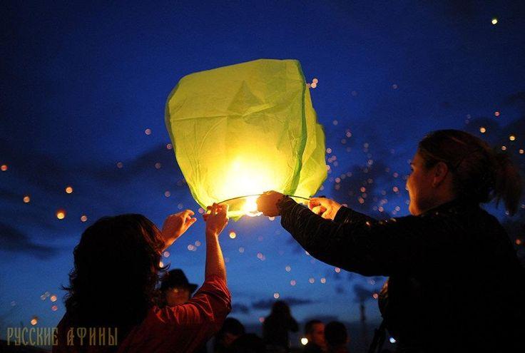 В Волосе состоялся праздник фонарей http://feedproxy.google.com/~r/russianathens/~3/LmGT8SPEesM/19806-v-volose-sostoyalsya-prazdnik-fonarej.html  Более 5 тысяч человек запустили внебо летающие фонарики сосвоими желаниями вВолосе.