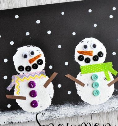 Adorable DIY winter scene with snowmen -  art project for kids // Aranyos hóemberes téli tájkép körszivaccsal festve egyszerűen // Mindy - craft tutorial collection // #crafts #DIY #craftTutorial #tutorial #KidsCrafts #CraftsForKids #KreatívÖtletekGyerekeknek
