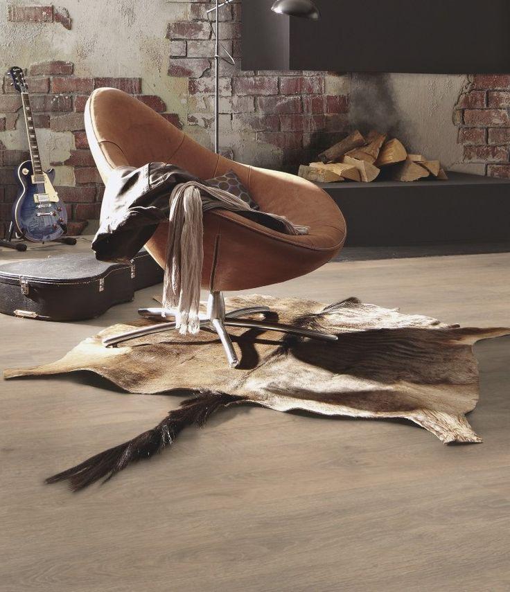 El #suelo #laminado Roble Barista de la colección Classic LC 75 de Mester, brinda equilibrio a una decoración rústica. Su acabado de madera clara es muy elegante.   #homedesigne #decoración #diseño #interiorismo