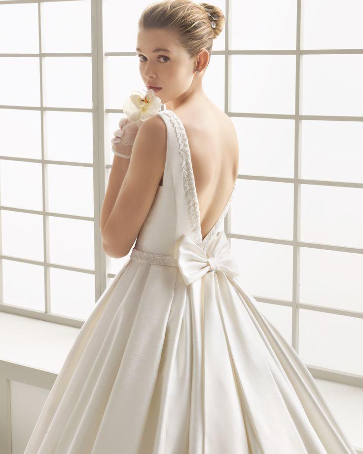 Silk piqué wedding dress with beadwork detail. Rosa Clará 2016 Collection.