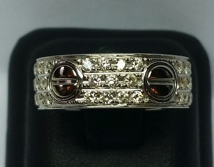 Witgouden band ring in Cartier-stijl met diamanten  18 kt white gold Total weight: 10 g 55 diamonds 1 ct diamonds (VS/SI - I/J) Band thickness: 2 mm Height: 2 cm Size: 14 (EU) Used Insured shipping via courier.  EUR 1.00  Meer informatie