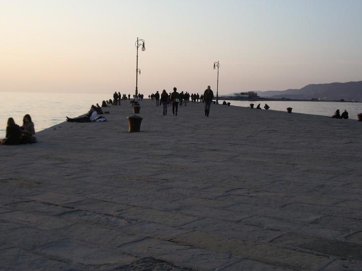 Un trampolino sul mare dei ricordi ...(Trieste: Molo Audace)