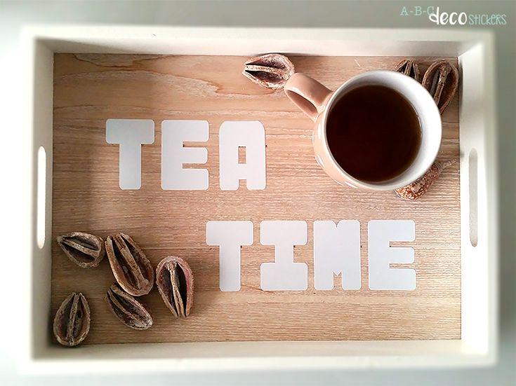 En dan nu tijd voor thee. Heb jij ook een leuk dienblad thuis? En mist er nog iets? Gebruik ABC decostickers! Zo wordt je 'tea time' wel extra speciaal. DIY tipje :)