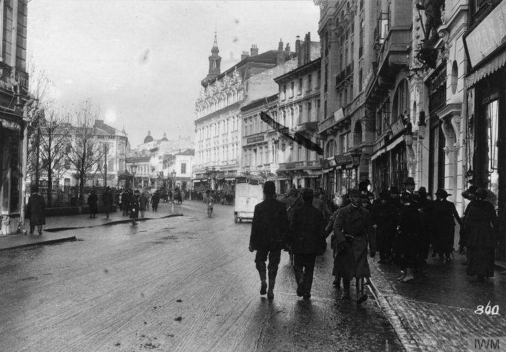 Calea Victoriei. Vedere spre Piața Teatrului Național. București, 1916.