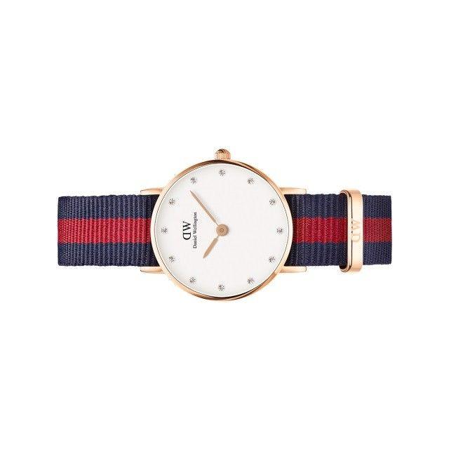 Orologio da donna Oxford Classy dorato, firmato da Daniel Wellington, con cinturino navi colore blu e rosa. Un classico sportivo per donne moderne in vendita on line sul nostro shop.