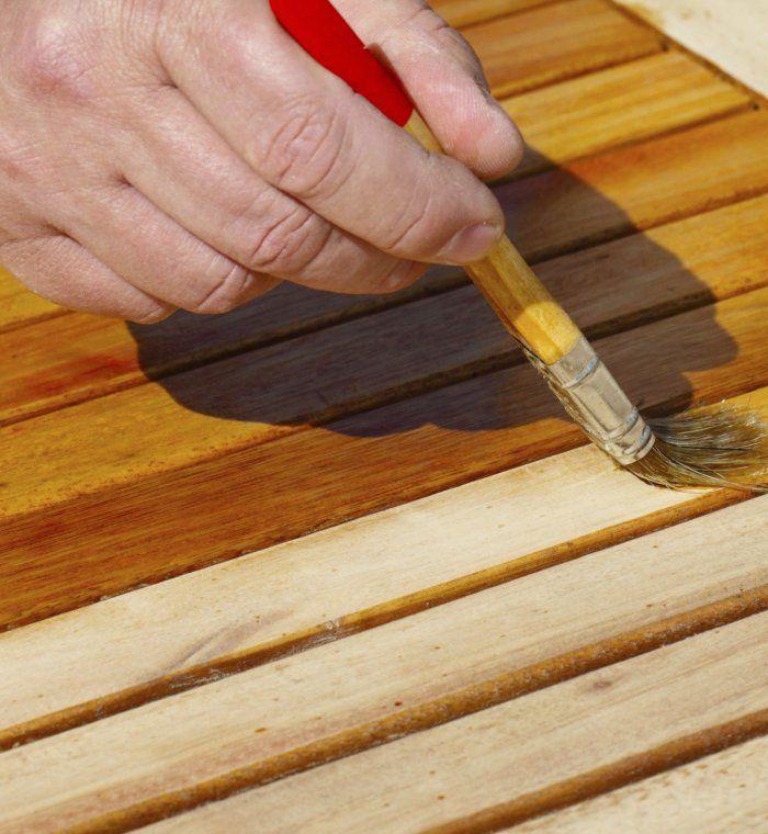 Tout savoir pour la rénovation d'une table en teck