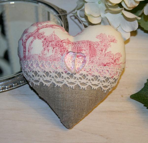 Créations d'antan - Coussin Coeur à suspendre Toile de Jouy dentelle - Rose Boudoir - Coeurs Bonbons PoissonsAntiquités, brocante, linge ancien et créations artisanales contemporaines