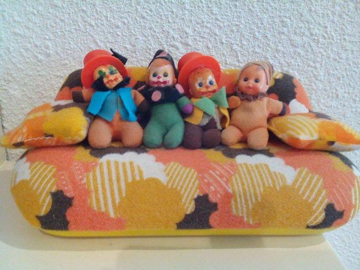 Vintage matchbox-dolls on Barbie-couch