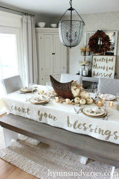 17 Amazing Tablescapes To Copy This Thanksgiving