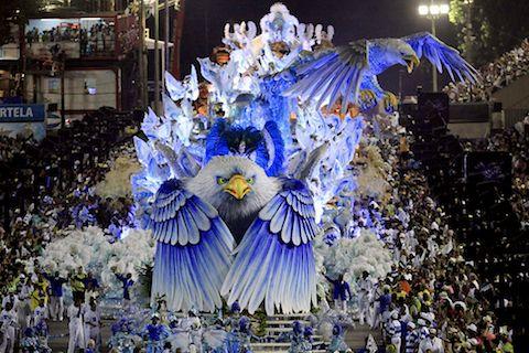 Posibles ideas para instalación.  Construir animales en grande en la mitad del amazonas.  Monumentales estilo carnaval.