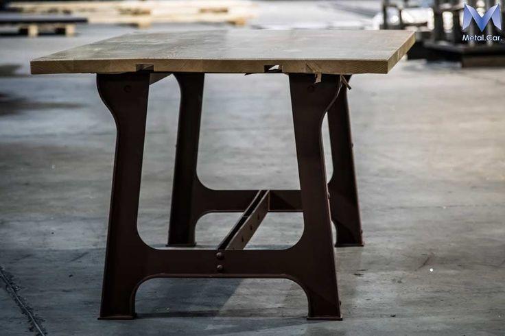 Tavolo In Ferro Verniciato - Ripiani in Legno