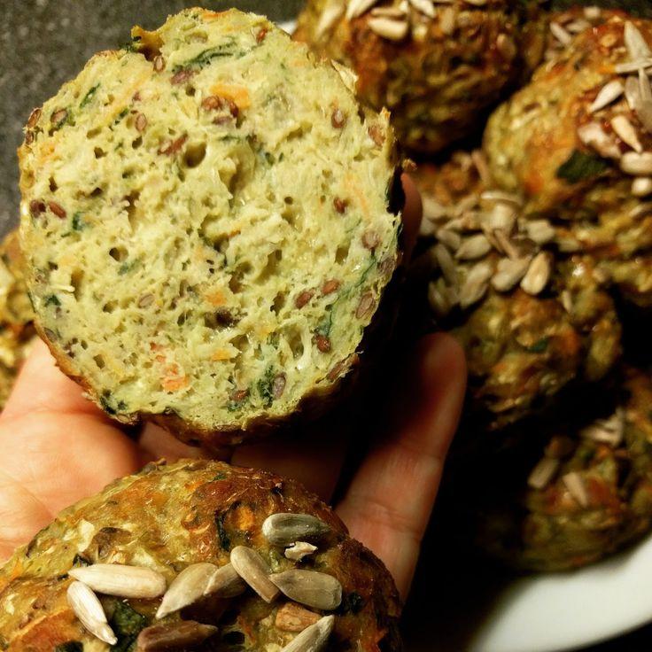 Min tredje variant af spidskålsboller. Denne gang med spinat, revet ost og hørfrø. Se også spidskålsboller uden kikærtemel og hvidkå...