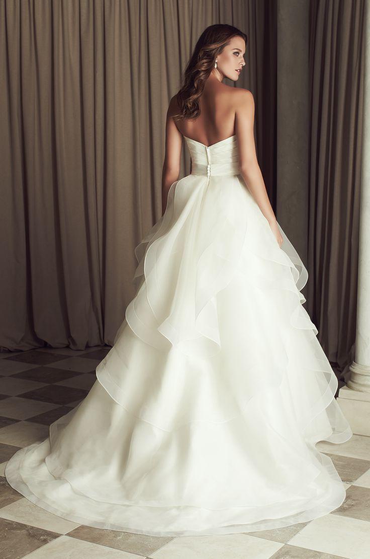 Robe de mariée princesse à volants. Source photo