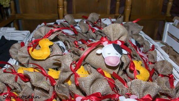 Alexander-John's christening barn-farm theme party. Burlap favors with felt keychains-Η βάπτιση του Αλέξανδρου-Ιωάννη Θέμα ζώα της φάρμας