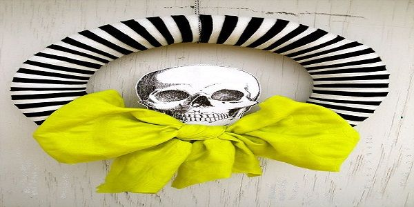 Scary Halloween Wreaths with Black and White Skeleton Wreath