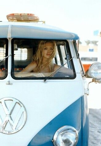 Pretty blue VW Bus | re-pinned by http://www.wfpblogs.com/author/nicolerichards/ ♥´¯`•.¸¸.☆