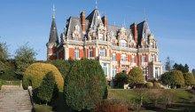 Orta Çağ Avrupa'sında; derebeyi, senyör veya kralların oturduğu, aynı zamanda bu feodal beylerin yönetim merkezi de olan büyük ve korunaklı, tahkim edilmiş şato, dilimize Fransızca'daki (Château) kelimesinden geçer.