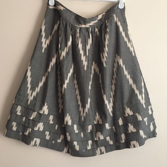"Limited ikat skirt Limited grey/cream ikat print cotton skirt w/layers at bottom and pockets, waist is 13 1/2"" The Limited Skirts"