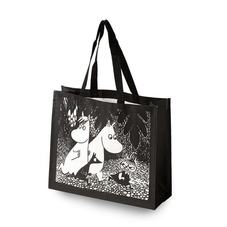 Stylish black and white bag, the bag is strong enough to carry large amount of treasures in it! The bag is perfect for shopping. 100% polypropylene, 41x35 cm.Tyylikäs mustavalkoinen kestokassi. Kassi on kestävä ja sopii hyvin aarteiden kantamiseen. Täydellinen ostoskassi mukaan kaupoille! 100% polypropeenia, 41x35cm.Stilig svartvit Mumin-väska, väskan är stark nog att bära större mängder skatter i! Perfekt väska att ta med till butikerna! 100% polypropen, 41x35cm.