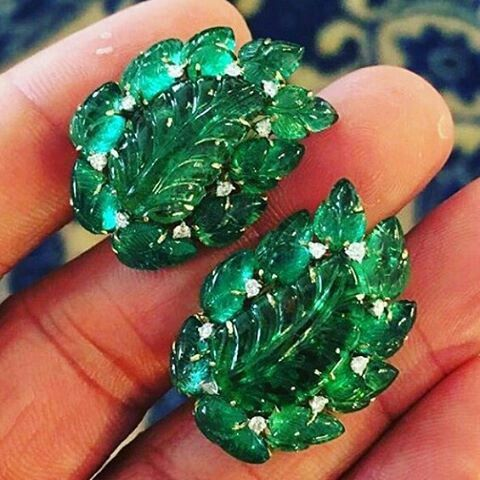 Pair of Curve Emerald Earrings @leyla_ozakbas