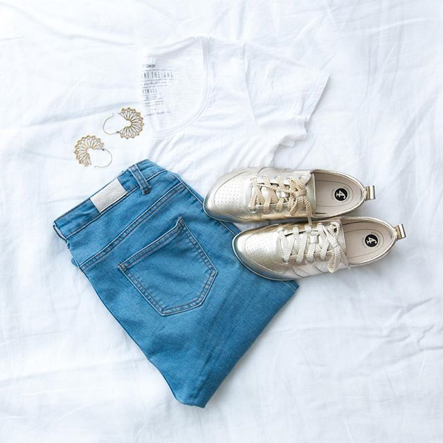 Add a touch of sparkle to your everyday ✨ Our tin gold JENNi sneaker + your favourite jeans + a crisp white tee. Can't go wrong.⠀ ⠀ www.frankie4.com.au⠀ ⠀ ⠀ ⠀ #frankie4footwear #savingsoles #podiatristdesignedfrankie4 #physiotherapistdesigned #australiandesigned