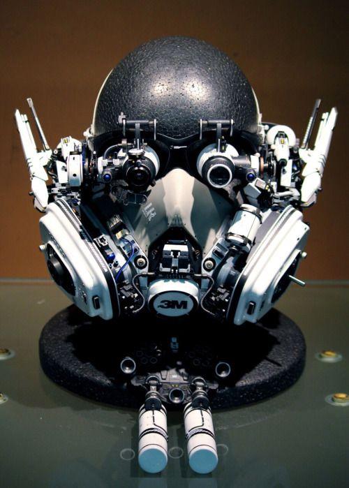 Head-set.  試験製作ヘッドセット1(上) 素材:Bluetoothヘッドホン、ルーペ、ビデオカメラ、防毒マスク、モバイル...
