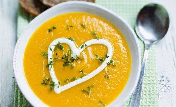 Zuppa vegan di San Valentino con cuore di besciamella e profumo di tartufo | 100% green kitchen