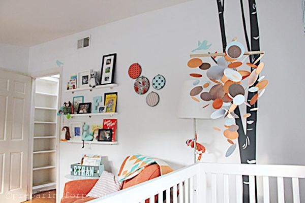 DIY Nursery Mobile using a basic circle cutter, wooden dowels, and some fishing line! #DIY #mobile: House Tours, Mobiles Ideas, Ethan Birches, Birches Trees, Projects Nurseries, Trees Nurseries, Nurseries Remix, Gender Neutral Nurseries, Nurseries Ideas