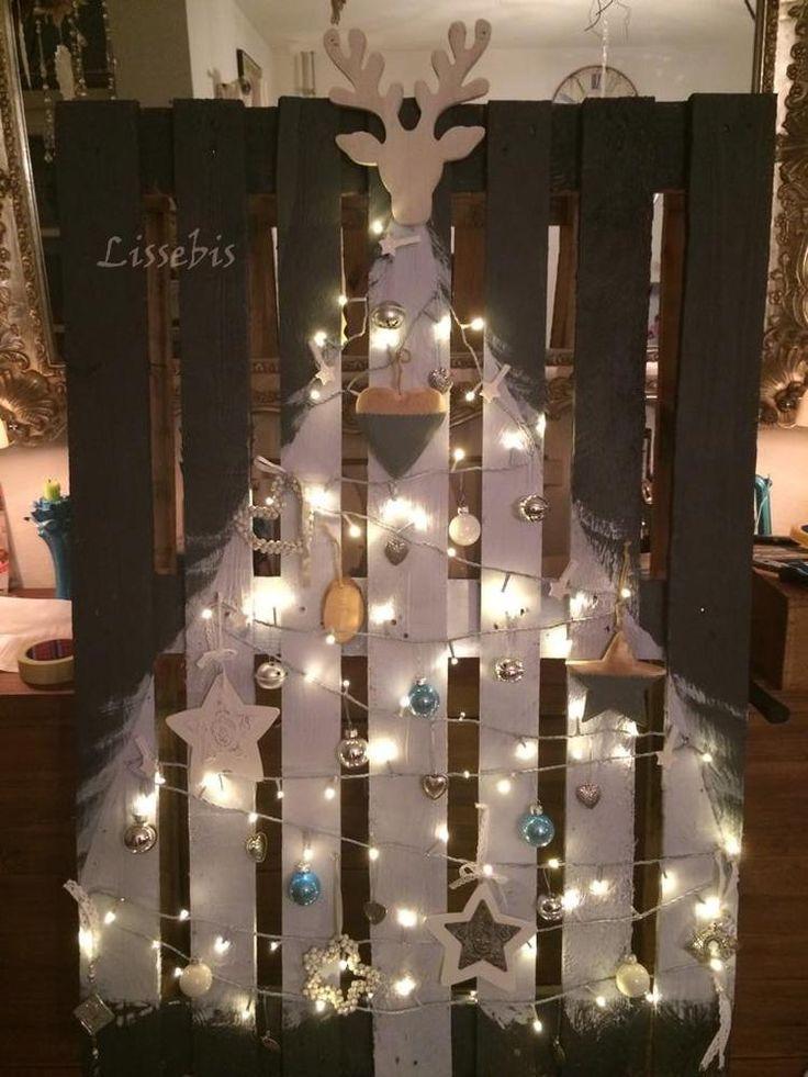 Bekijk de foto van lissebis met als titel DIY X-mas pallet  Benodigdheden: pallet, witte verf, wit snoer met kerstlampjes (of groene en die verf je wit, zoals ik deed) en kerst decoratie. Zowel voor binnen als voor buiten, afhankelijk van de lampjes en de verf.  en andere inspirerende plaatjes op Welke.nl.